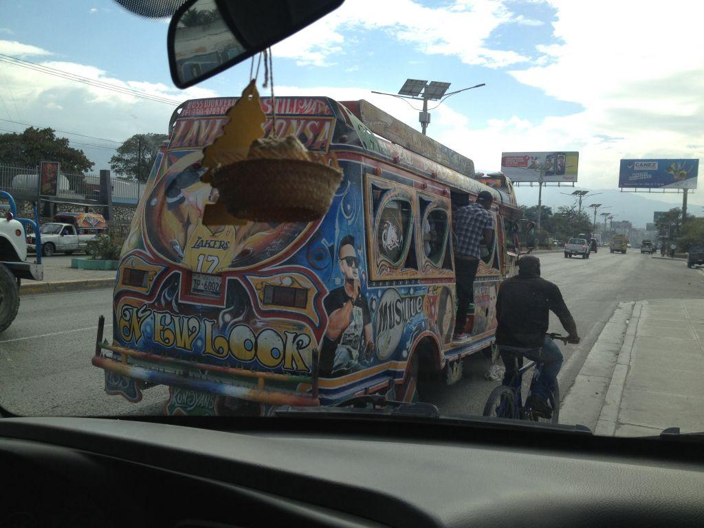 PadPadap. Diese Busse sind die InterCityExpresse in Haiti. Mit so einem bin in nach Les Cayes gefahren.