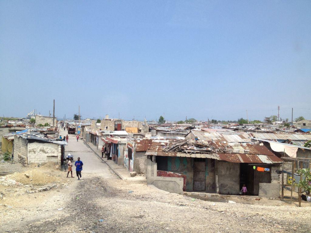 Strasse in Cite Soleil. Einer der gefährlichsten Orte der Welt.