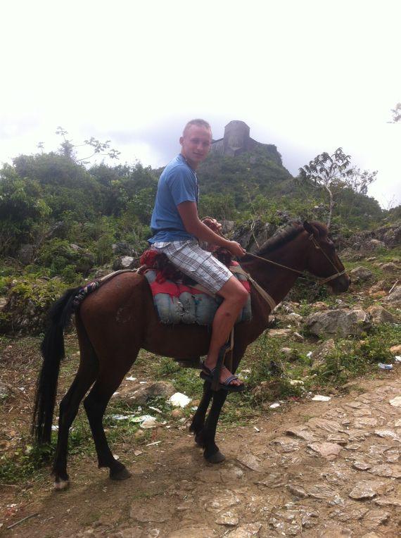 Das Pferd ist schon etwas klein geraten .. oder ich zu groß.